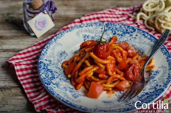 Spaghettoni allo zafferao e tre pomodori-R